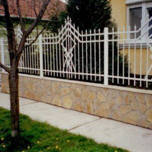 Sárga homokkő kerítés