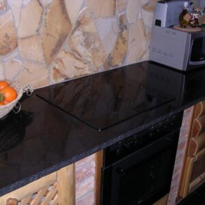 Fekete gránit konyhapult