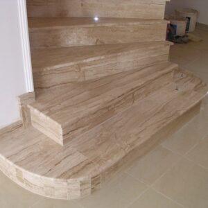 Breccia Sardo márvány lépcső 2.