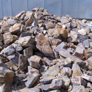 Barnás-sárgás sziklakerti kő